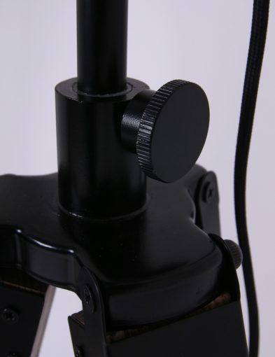 driepoten-zwarte-vloerlamp-met-hout