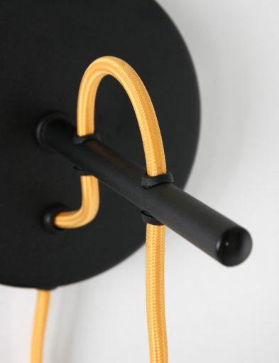 Schwarze-Wandleuchte-mit-Goldener-Innenseite-1655ZW-4